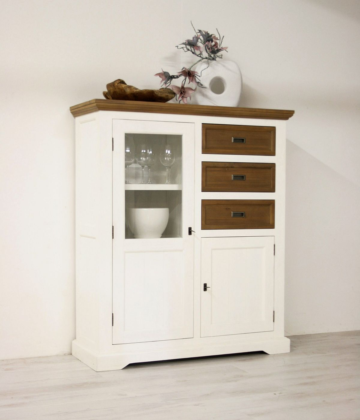 highboard vertiko anrichte akazie massiv landhausstil wei cappuccino fleur ebay. Black Bedroom Furniture Sets. Home Design Ideas